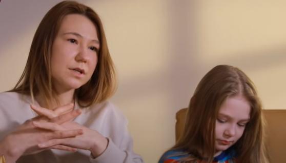 «Поцілунки 8-річної дівчинки з 13-річним хлопцем – це дитячі забавки, там немає нічого серйозного»: мама про стосунки малолітньої доньки з підлітком
